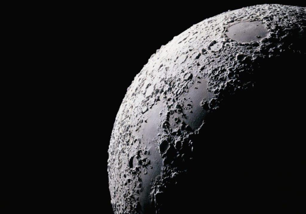 La massa metallica della Luna