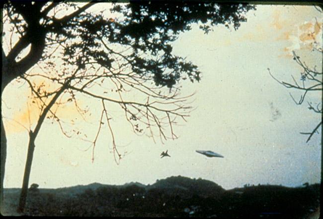 ufo discoidale e caccia USA
